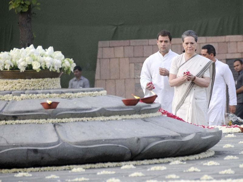 Congress president Sonia Gandhi with son and vice president of the party Rahul Gandhi and daughter Priyanka Gandhi Vadra paying homage to former prime minister Rajiv Gandhi on his 22nd death anniversary at Vir Bhoomi during a remembrance ceremony in New Delhi. UNI