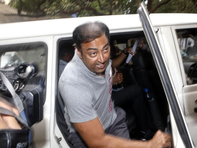 Bollywood actor Vindoo Dara Singh, son of late wrestler-actor Dara Singh, was arrested in connection with the spot-fixing scandal was produced at Esplanade Court in Mumbai. HT photo/Kunal Patil