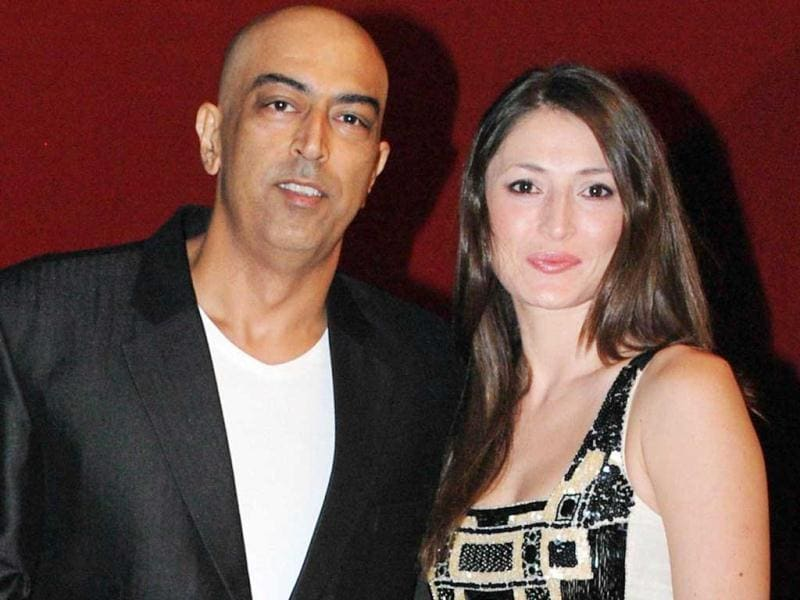 File photo of Vindoo with wife Dina at an award function. UNI