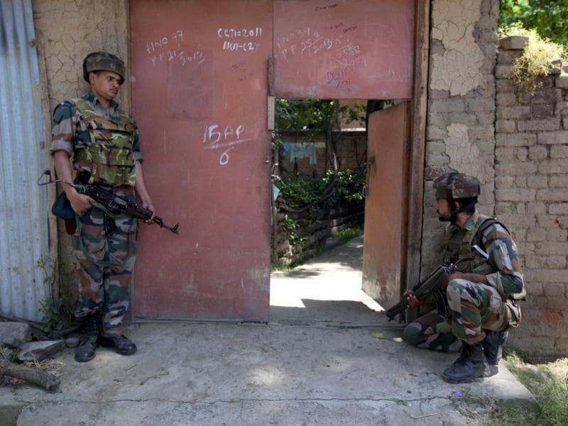 Indian Army soldiers take position outside a residential building during a gunbattle in Buchoo Balla, about 40 kilometers (25 miles) south of Srinagar. AP photo