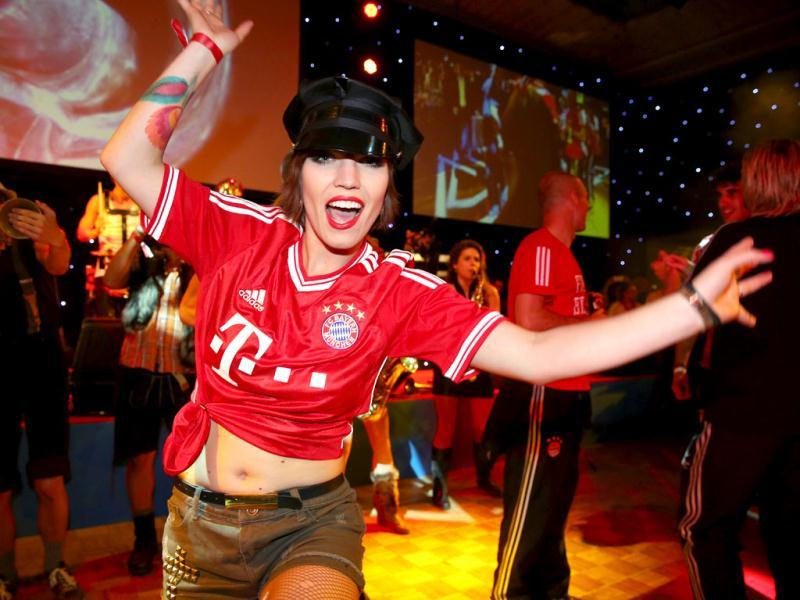 A performer takes part in Bayern Munich's celebration banquet in London following their victory in the UEFA Champions League final against Borussia Dortmund. Bayern Munich won the game 2-1. (AFP)