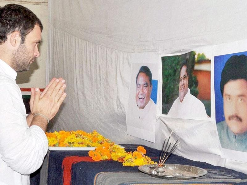 Congress vice president Rahul Gandhi at a condolence meeting in Raipur on Sunday, a day after the Congress party's convoy was attacked by Maoists in Bastar. PTI Photo