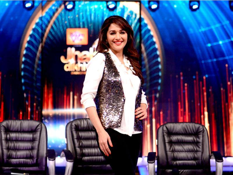 Madhuri Dixit dances on the sets of Jhalak Dikhhla Jaa