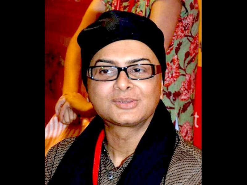 Rituparno Ghosh passed away on Thursday morning after a massive heart attack at his residence in Kolkata. Rituparno had wrapped up the shooting of Satyanweshi, a sleuth flick based on popular Bengali detective character Byomkesh Bakshi. Kahaani director/writer Sujoy Ghosh plays the role of Byomkesh Bakshi.