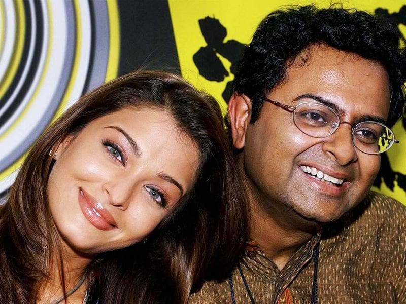 A file photo of Bengali filmmaker Rituparno Ghosh with Aishwarya Rai Bachchan during a press conference. Aishwarya worked with the filmmaker in Chokher Bali (2003) and Raincoat (2004). (PTI Photo)