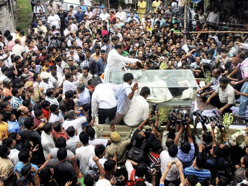 People take part in the funeral procession of in Kolkata on Thursday. Winner of 12 national and some international awards, Ghosh was suffering from pancreatitis and died of cardiac arrest on Thursday morning at his South Kolkata residence. (PTI Photo)