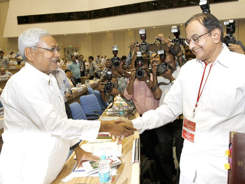 Bihar chief minister Nitish Kumar with finance minister P Chidamabaram during chief ministers' conference on internal security at Vigyan Bhawan in New Delhi. HT Photo/Arvind Yadav