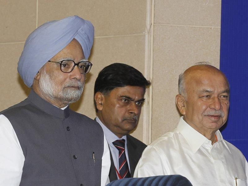 Prime Minister Manmohan Singh with home minister Sushilkumar Shinde and home secretary RK Singh during chief ministers' conference on internal security at Vigyan Bhawan in New Delhi. HT Photo/Arvind Yadav