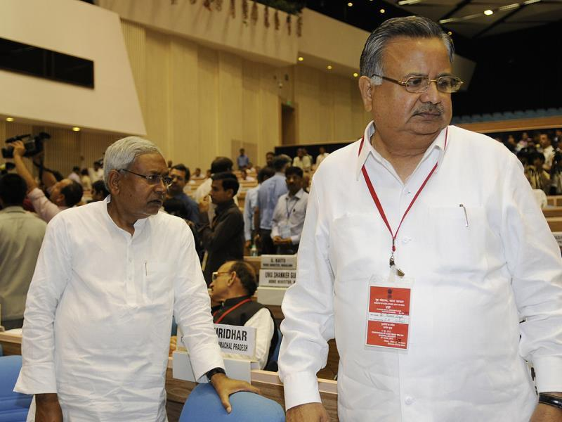 Chief minister of Chhattisgarh Raman Singh with Bihar chief minister Nitish Kumar during chief ministers' conference on internal security in New Delhi. HT Photo/Sunil Saxena