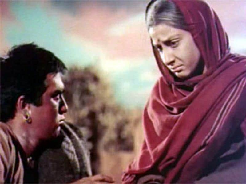 Sunil Dutt married actress Nargis on 11 March 1958, after he worked with her in Mother India.