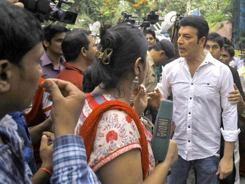 Bollywood actor Aditya Pancholi (in white) involved in a heated argument with media persons during the funeral of Bollywood actress Jiah Khan in Mumbai. (AP Photo)