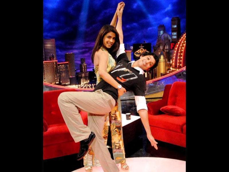 Farhan Akhtar strikes the Rab Ne pose with Priyanka on the sets of his talk-show Oye! It's Friday!