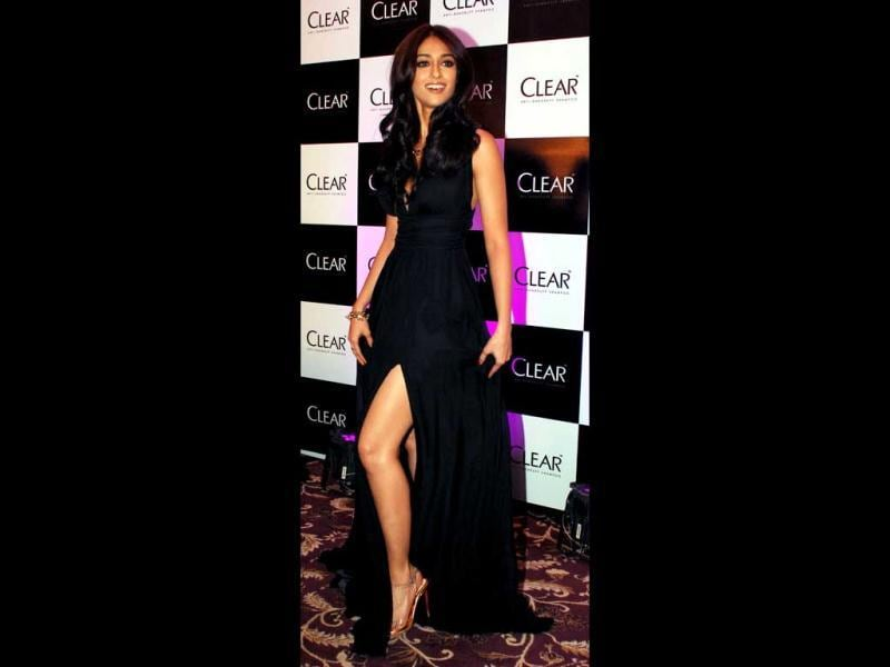 Leggy lass Ileana does an Angelina as she flaunts skin in a high-slit gown. (AFP Photo)