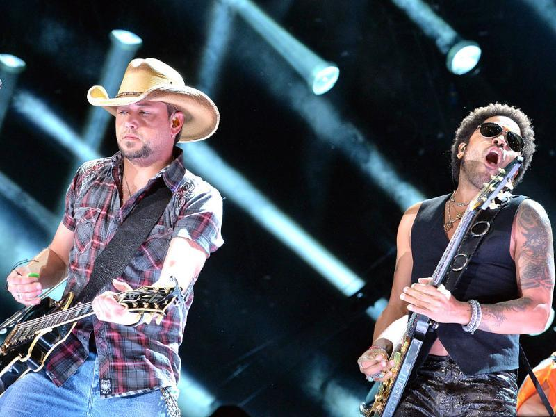 Musicians Jason Aldean and Lenny Kravitz perform during the 2013 CMA Music Festival at LP Field in Nashville, Tennessee. AFP/Getty Images