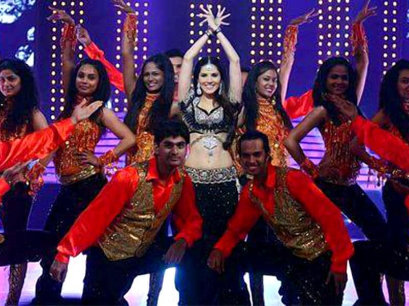 Sunny Leone does a Bollywood number on Jhalak Dikhhla Jaa