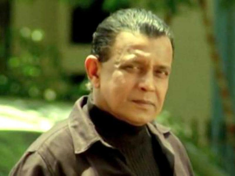 Mithun Chakraborty plays a CBI officer who can be relied upon whenever the city faces problems from the underworld.