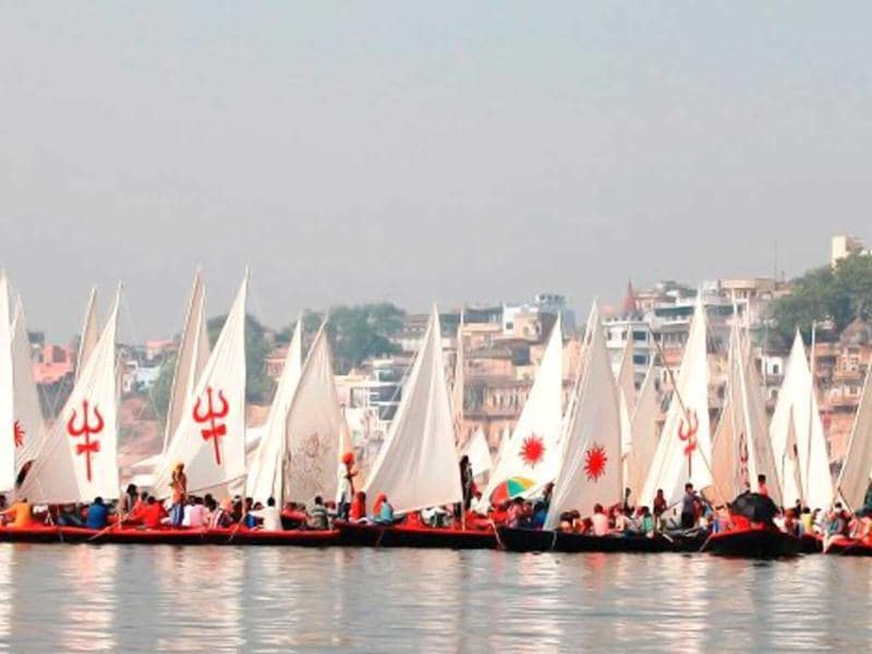 More than 100 boats are seen in this still from Mohalla Assi.(Photo courtesy: Facebook/MohallaAssi2012)