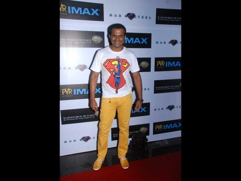 Talk about getting into the spirit! RJ Siddharth Kannan flaunts his superhero tee at the premiere of Man of Steel.