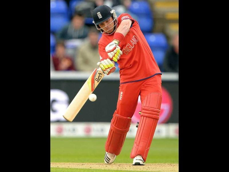 Ian Bell bats during the 2013 ICC Champions Trophy cricket match between England and New Zealand at the Cardiff Wales Stadium in Cardiff, south Wales. AFP Photo