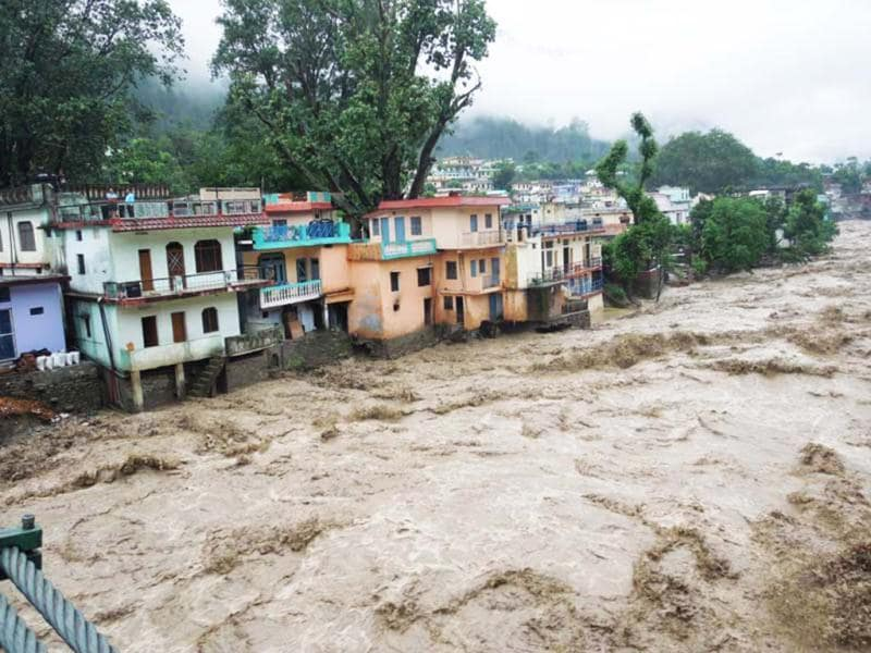 River Mandakini in Rutraprayag unleashes havoc. (HT Photo/Badri Nautiyal)