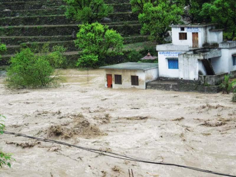 River Mandakani in Rutraprayag unleashes havoc in Rudraprayag. (HT Photo/Badri Nautiyal)