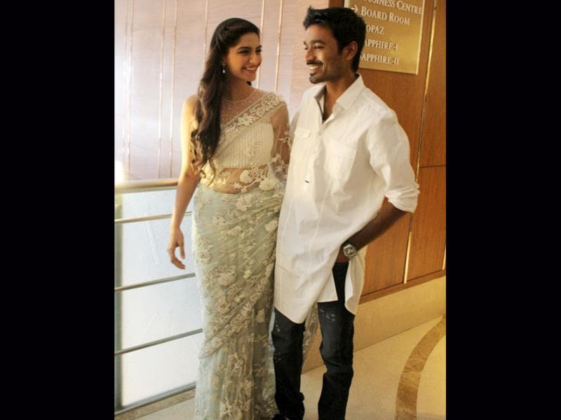 Sonam Kapoor who stands tall at 5.9 ft had no qualms working with Dhanush, who is 5.6 ft, in Raanjhana.