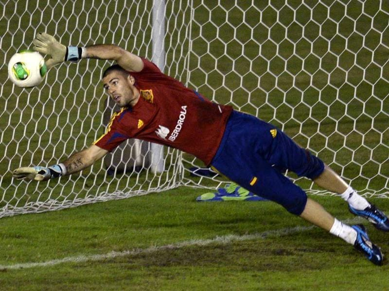 Spain's goalkeeper Victor Valdes takes part in a training session at Sao Januario, the home field of Brazilian team Vasco de Gama, in Rio de Janeiro during the FIFA Confederations Cup Brazil 2013. AFP