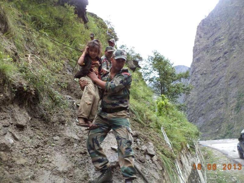 The army carries out rescue operations in areas of Uttarakhund severely affected by heavy rains and floods. (Photo courtesy: Indian Army)
