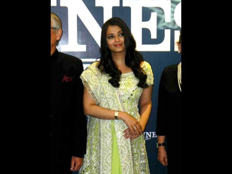 Just before she wore the fancy dress, Aishwarya was seen in the same old and rather boring lehenga. (Photo: Pinkvilla)