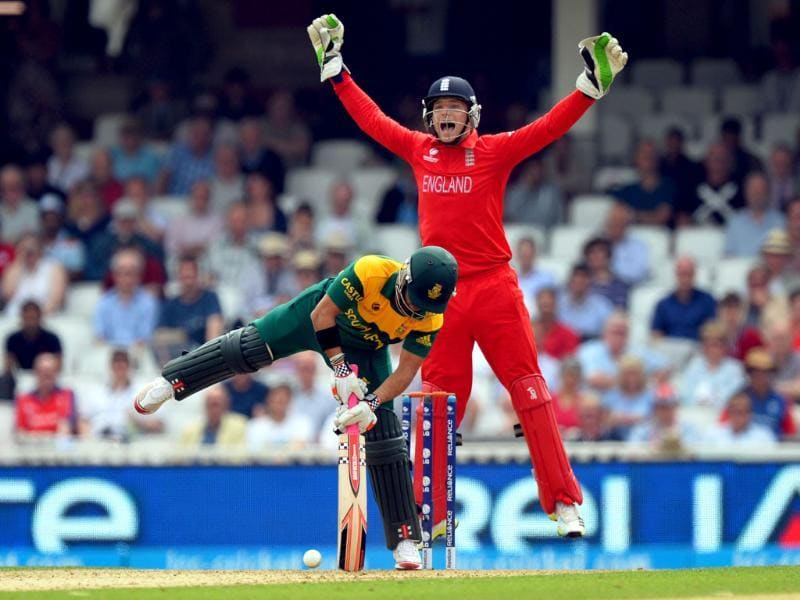 England wicketkeeper Jos Buttler (R) appeals for the dismissal of South Africa's Jean-Paul Duminy during their ICC Champions Trophy semifinal cricket match at The Oval in London. AFP