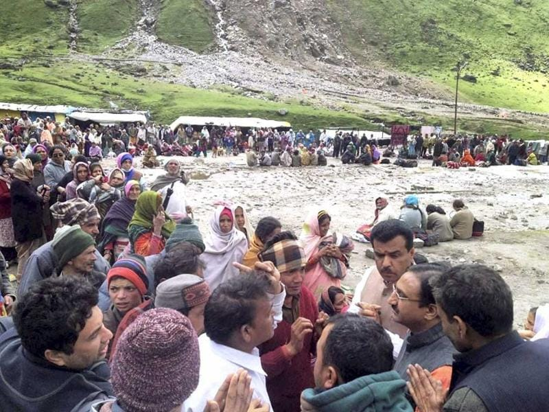 Former Uttarakhand chief minister Ramesh Pokhariyal interacting with pilgrims near flood-hit Kedarnath shrine in Rudraprayag. PTI Photo