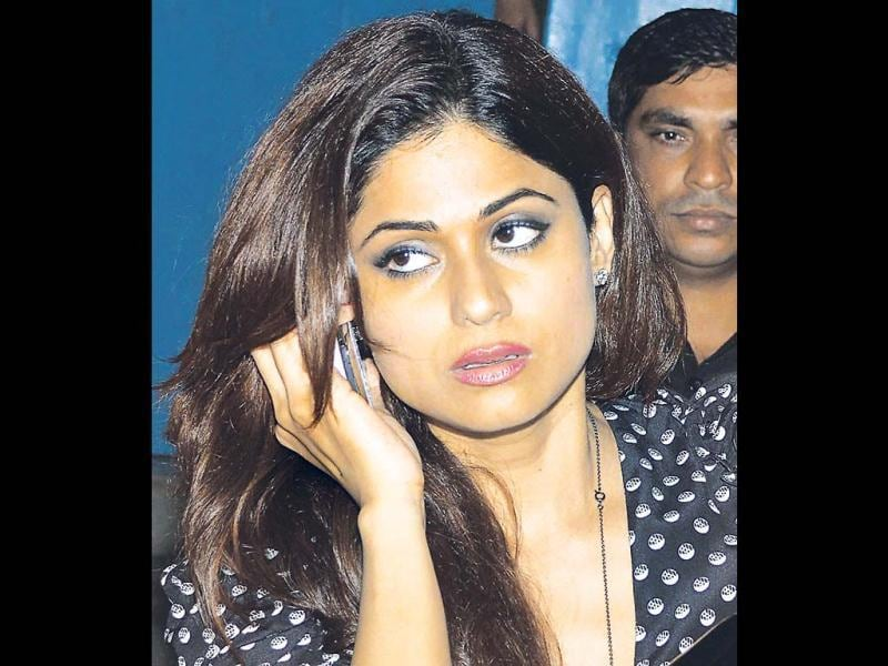 Shamita Shetty busy in a telephone call