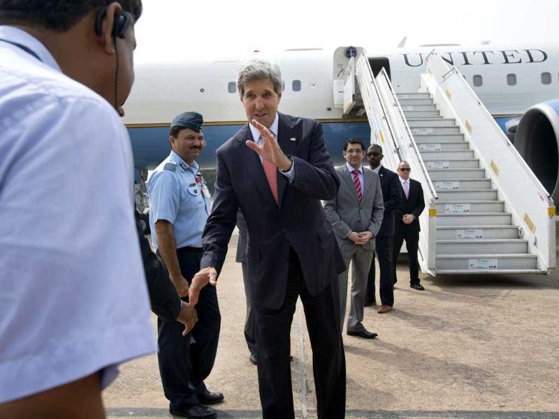 US secretary of state John Kerry (C) bids farewell as he leaves New Delhi June 25, 2013, before heading to Jeddah, Saudi Arabia as part of his Middle East tour. Reuters