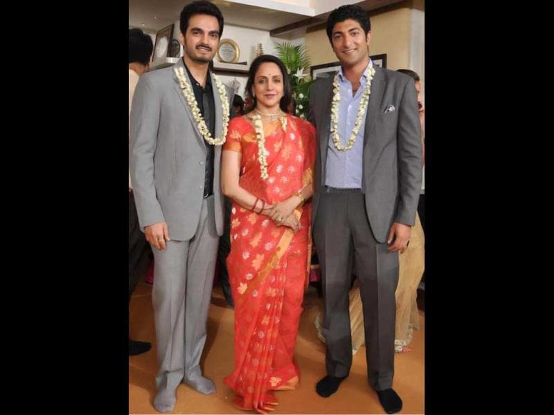 Hema Malini poses with her sons-in-law. (Photo: Pinkvilla)