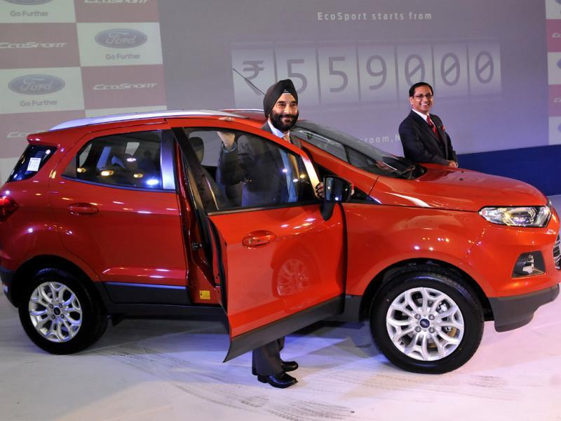 President and Managing Director of Ford India, Joginder Singh , and Vinay Piparsania, Executive Director for Marketing Sales and service, pose with newly launched Ford EcoSport. Photo: HT/Vipin Kumar