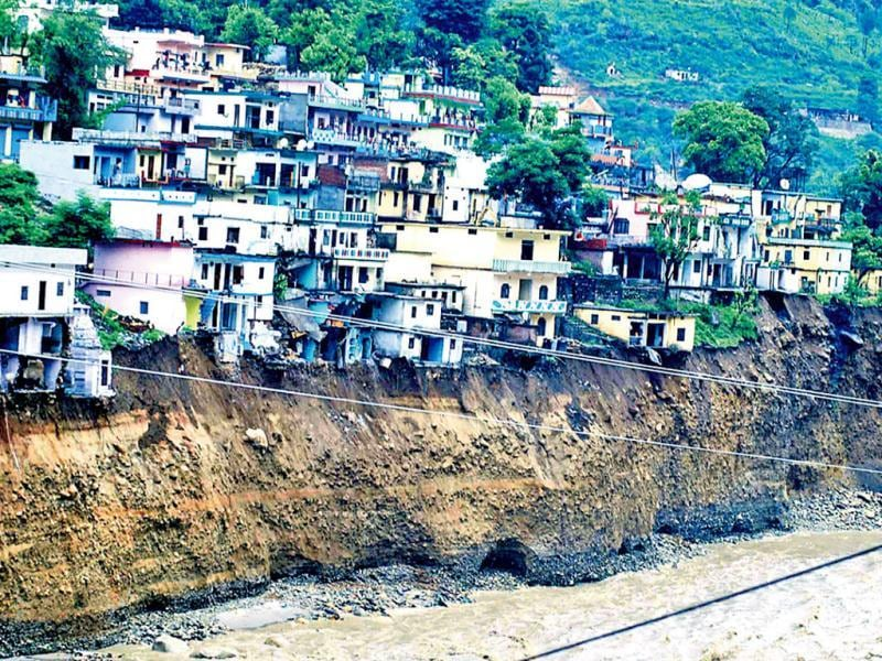 Sumari market in Uttarakhand clings to the cliff caused by the washing away of the road. (UNI Photo)