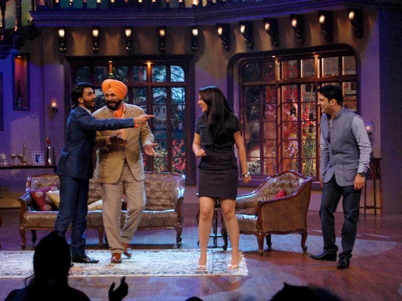 Ranveer Singh was also seen narrating various incidents of the past and flirting with ladies from the audience.