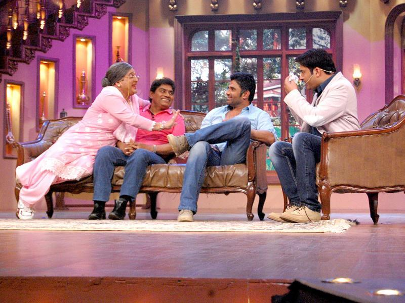 Suniel Shetty and Jhonny Lever on the sets of Comedy Nights with Kapil.
