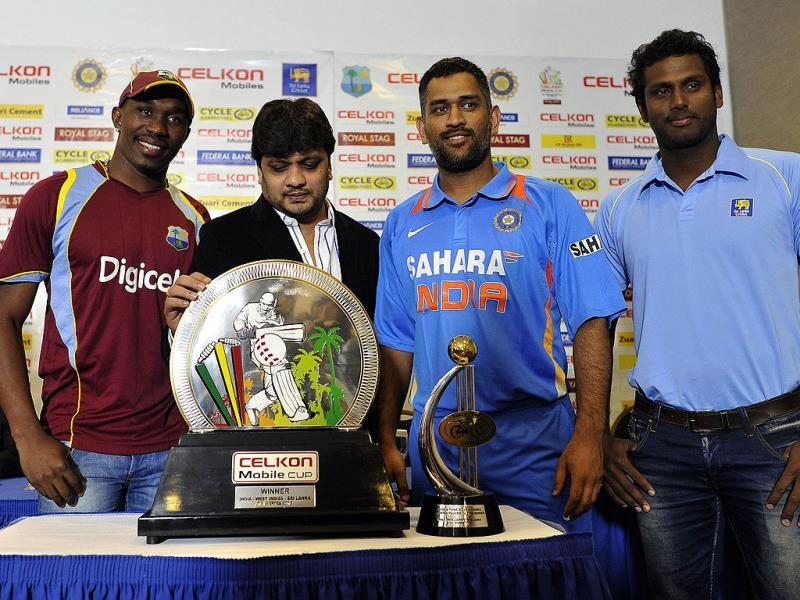 (L-R) West Indies captain Dwayne Bravo, Celkon mobile India executive director Murali, Indian captain Mahendra Sing Dhoni and Sri Lankan captain Angelo Mathews unveil the Celkon Tri-Nation Series cup during a ceremony in Kingston. AFP