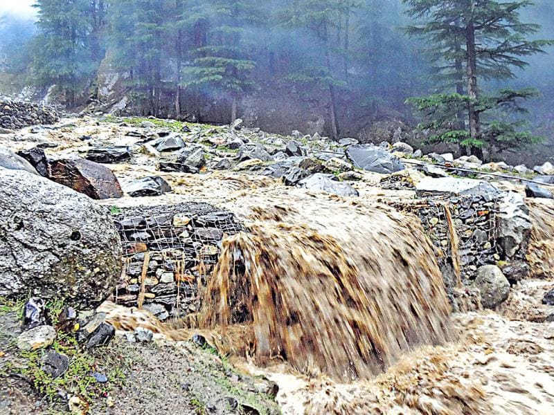 The same stream, when the rains cut the Uttar­k­ashi-Gangotri road, obstructed pilgri­ms from reaching the army camp for two days. (HT Photo/Prasad Nichenametla)