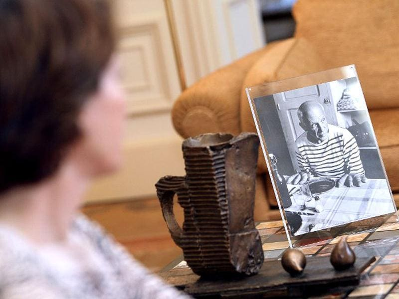 The granddaughter of famous Spanish painter Pablo Picasso, Marina Picasso, looks at a picture of her grandfather in her house Villa Flore, on June 19, 2013, in Cannes, southeastern France. (AFP Photo)