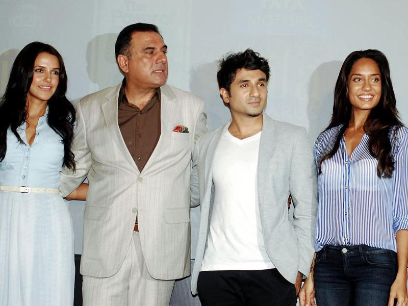 Boman Irani poses with Vir Das, actresses Neha Dhupia and Lisa Haydon in Mumbai. They were attending the IIFA 2013 press conference ahead of the awards show on July 1, 2013. (AFP Photo)