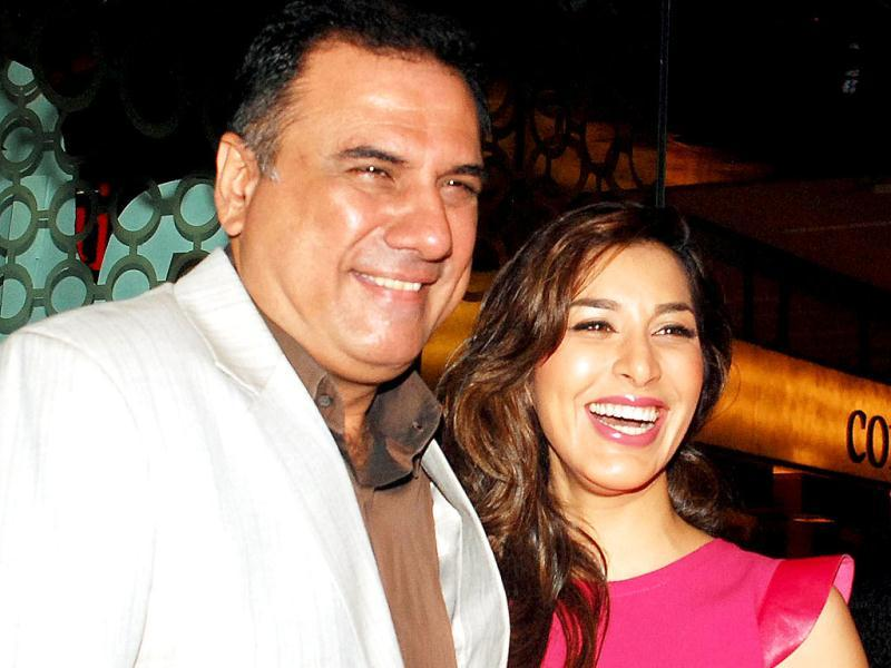 Boman Irani and Sophie Chaudhary pose for the shutterbugs in Mumbai. (AFP Photo)