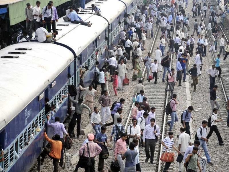 Gurgaon residents refuse to follow safety norms and guidelines at railway stations in Gurgaon. (Parveen Kumar/HT)