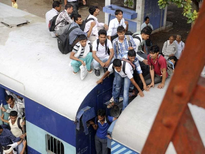 Gurgaon residents crossing the railway track while standing between coaches in Gurgaon. (Parveen Kumar/HT)
