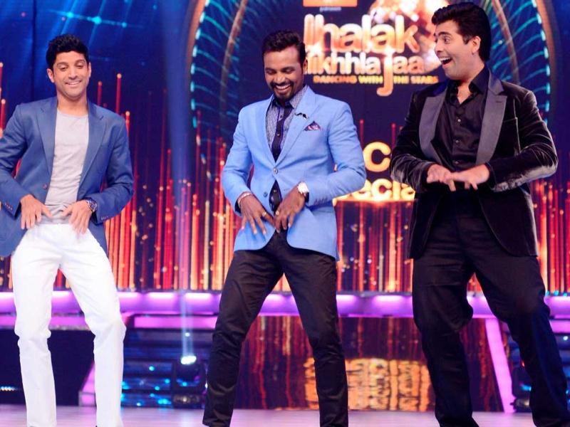 Farhan Akhtar dancing on I Am A Disco Dancer with Karan Johar and Remo on the sets of Jhalak Dikhhla Jaa.
