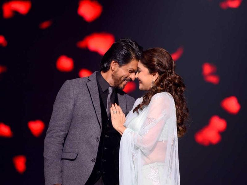 SRK with Madhuri Dixit Nene perform on Jhalak Dikhhla Jaa sets.