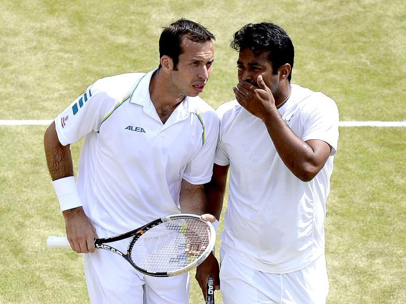 Leander Paes (R) and Radek Stepanek play against Ivan Dodig and Marcelo Melo in their men's doubles semi-final matchin Wimbledon. AFP Photo