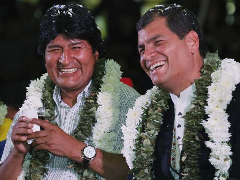 Bolivia's President Evo Morales (L) and his Ecuadorean counterpart Rafael Correa attend a meeting with Bolivian social organizations in Cochabamba. (Reuters)