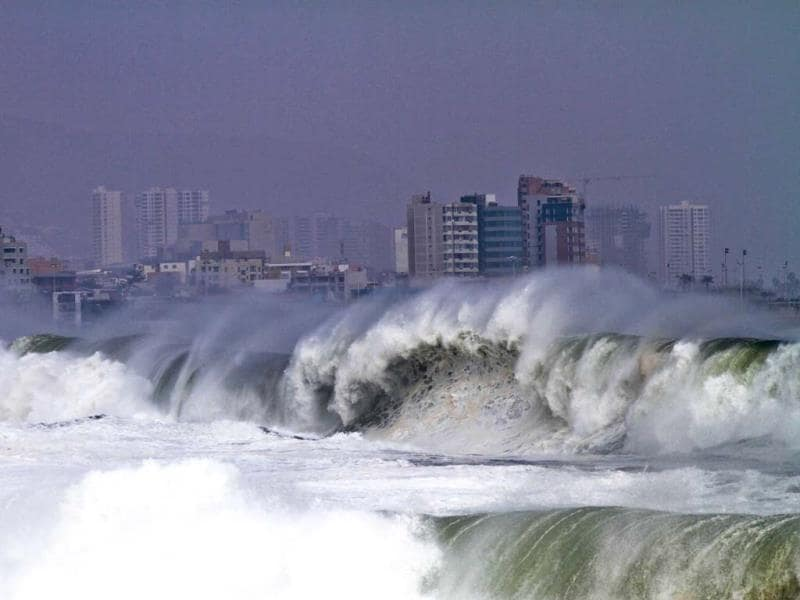 View of the heavy sea in Antofagasta, Chile. Waves of up to seven meters of height were registered in the Chilean coast. (AFP)